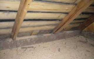 Как утеплить потолок в доме опилками