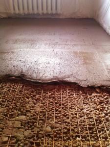 Укладка утеплителя под бетонную стяжку