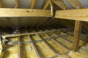 Утепление потолка в деревянном доме минеральной ватой